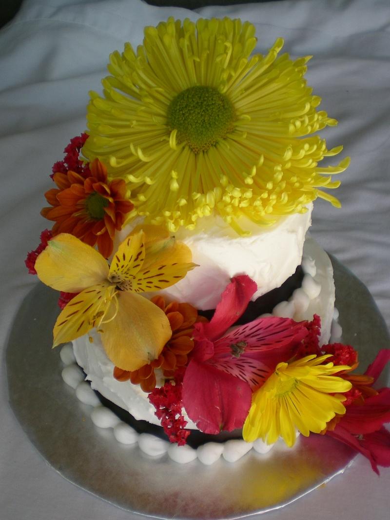 Mini wedding cakes - feed 10 people
